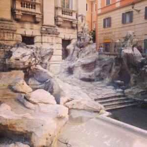 Trevi-fountain-dry